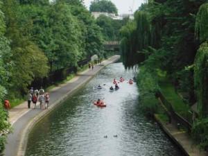 ロンドン市内を運河を利用して回るカヌーツアー